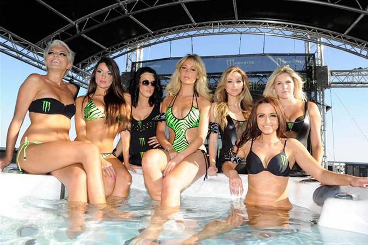monster_energy_grid_girls_motogp_2011_pool_party
